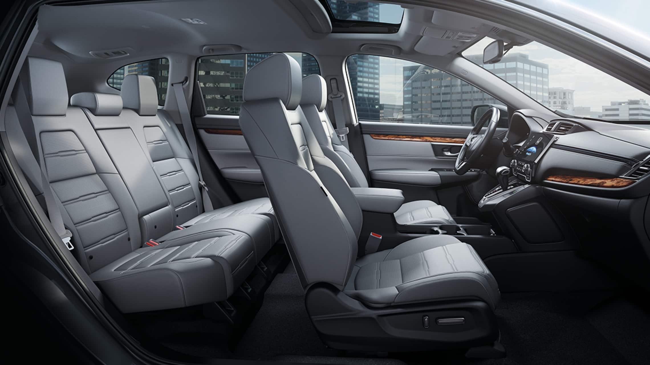 Vista del interior de la CR-V con tablero.
