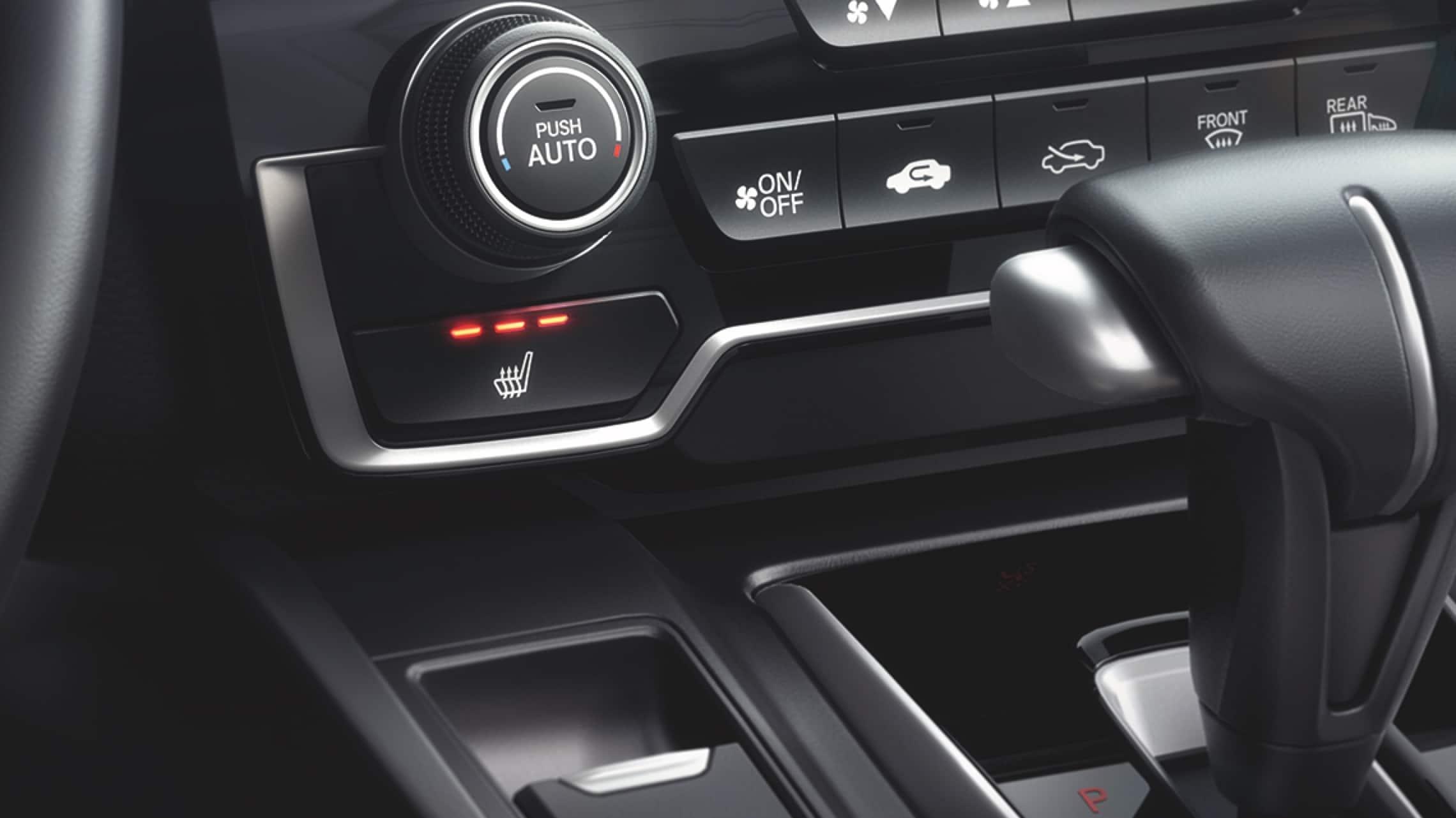 Interior de la Honda CR-V2019 con controles de asiento delantero calefaccionado.