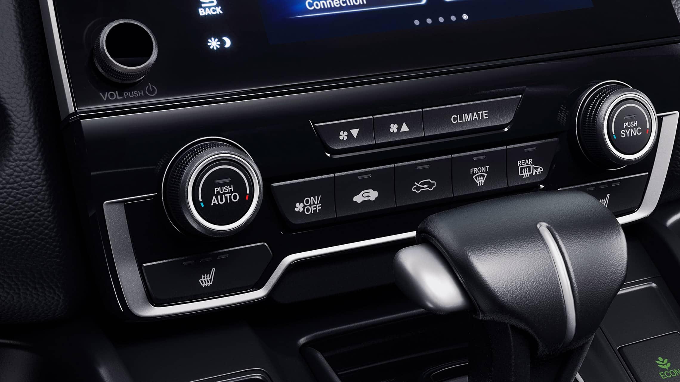 Interior de la Honda CR-V2019 con control de clima automático de dos zonas.